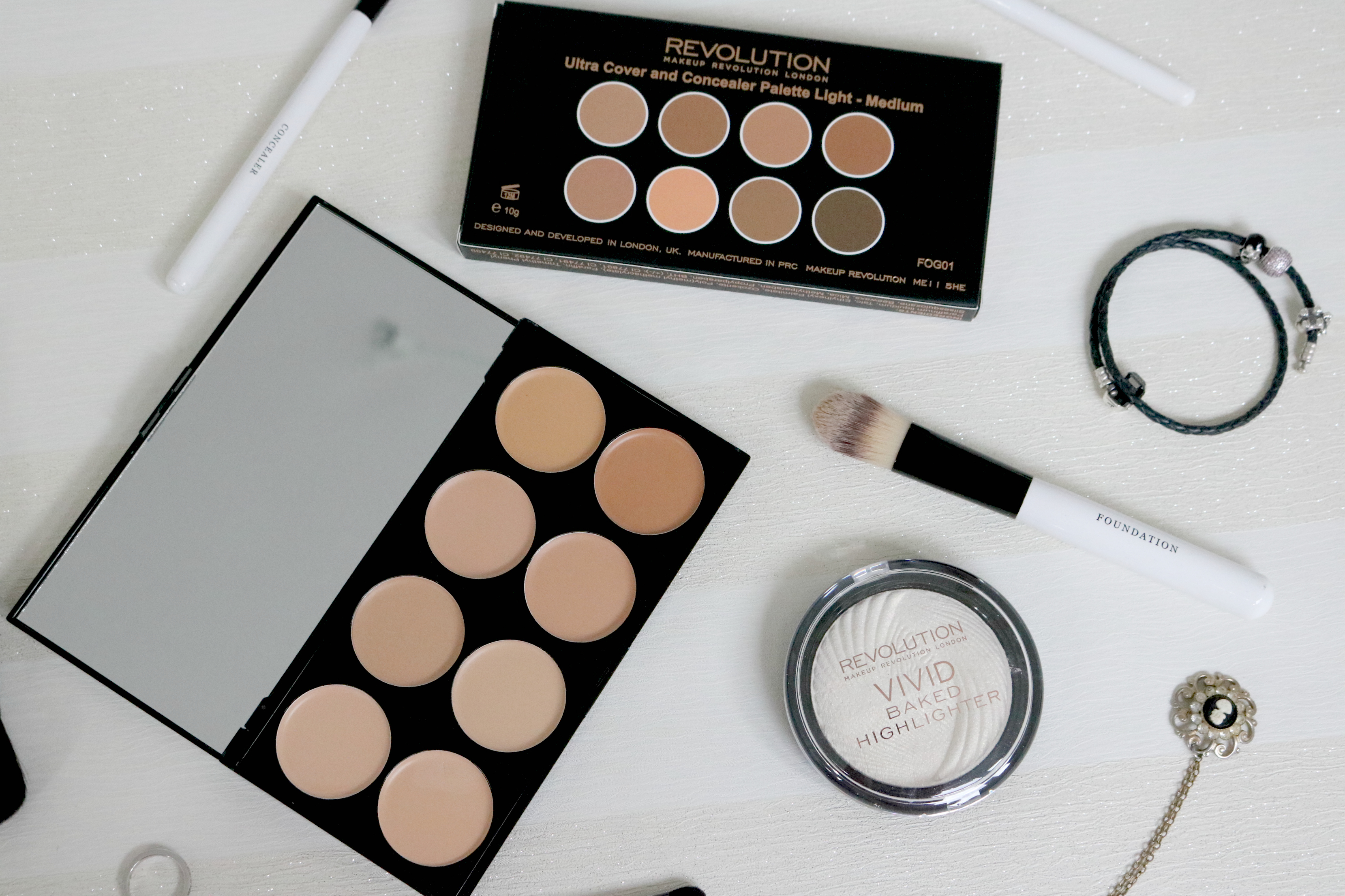Jodetopia Makeup Revolution Ultra Cover and Conceal Palette Baked Highlighter Review