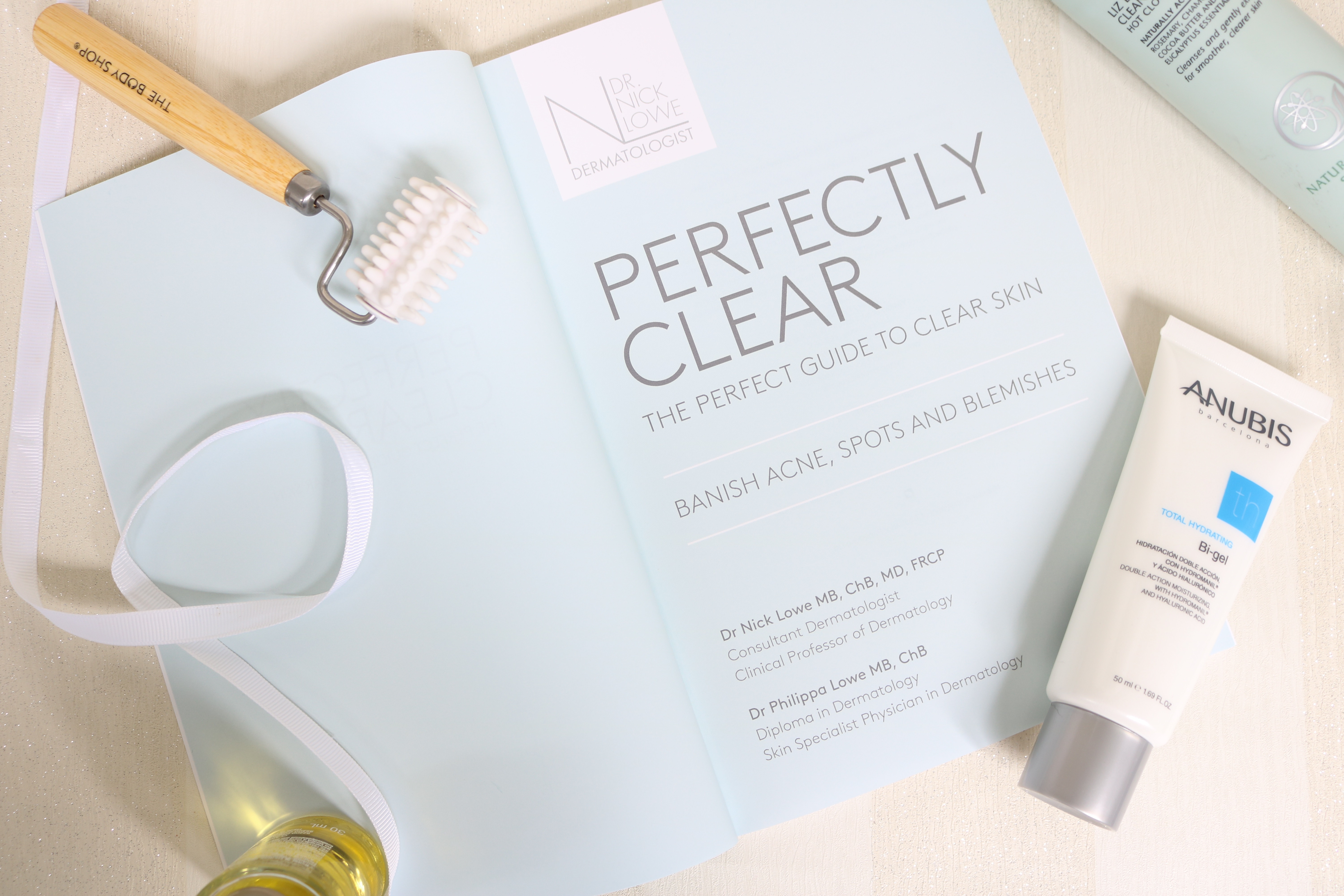 Perfectly Clear - The Perfect Guide to Clear Skin by Dr Nick & Phillipa Lowe, Banish Acne, Spots and Blemishes